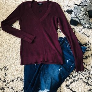 Maroon ribbed v-neck sweater. 🍂🍁